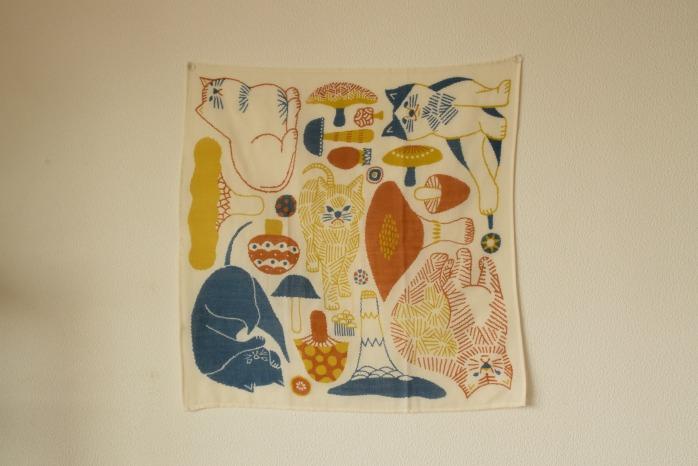 十布|ハンカチ(猫とキノコ・オレンジ・M) 柔らかいガーゼのハンカチ