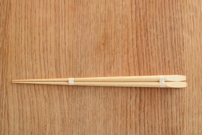 大内工芸|丸皮付菜箸 正面 シンプルで機能的。竹のおはし