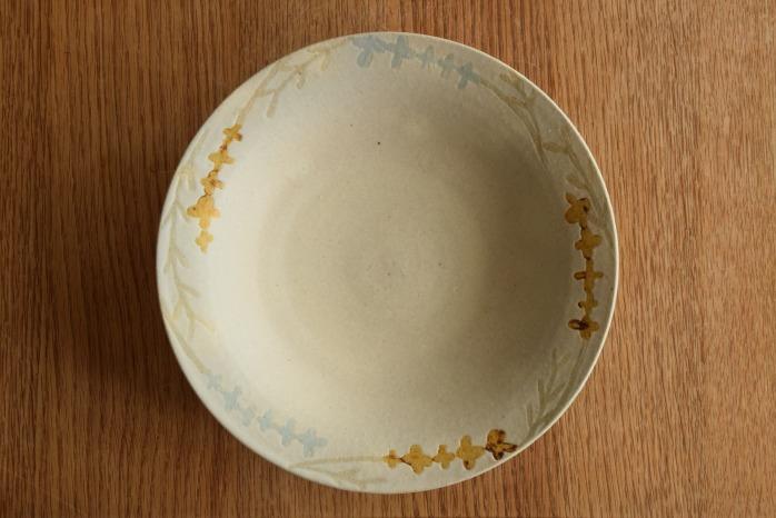 沖澤 真紀子|草花リム皿(ホワイト) 1点モノのリム皿です!