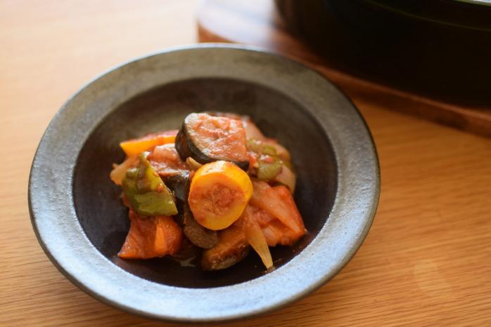 中村恵子|黒スープ鉢 俯瞰・裏