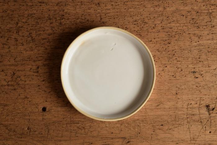 直井真奈美|乳白台皿13.5cm  俯瞰・した