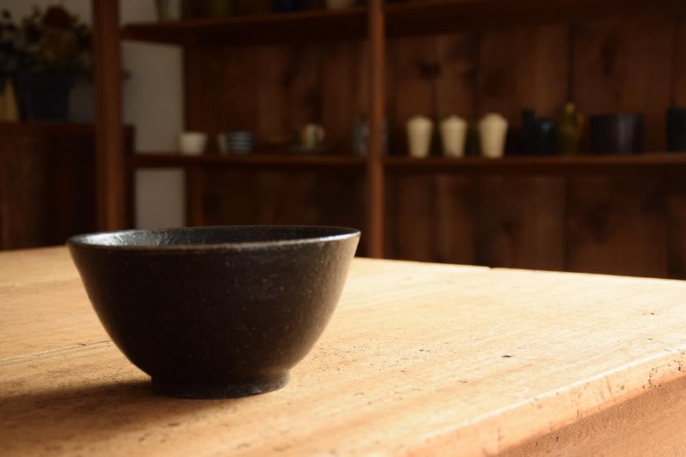 角掛政志|黒釉麺鉢 水平