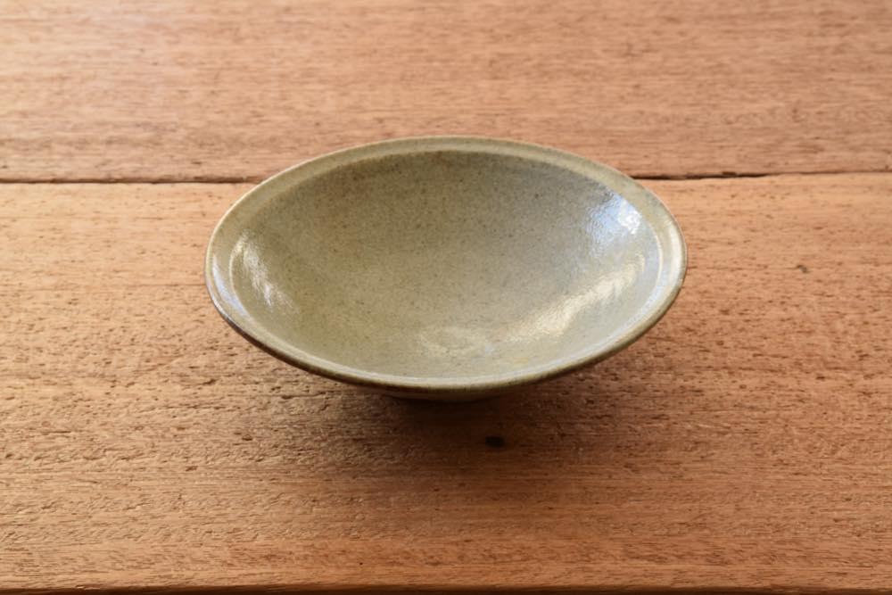 中村恵子|青粉引リム鉢(中) 正面 和にも洋にも使えてこれぞ持ってて損なし!なうつわです。