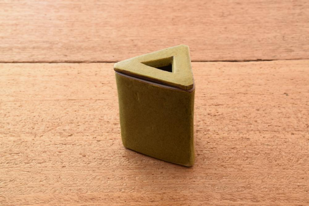 中村恵子 深緑ディフューザー(三角) 正面 お部屋をより気持ちよく
