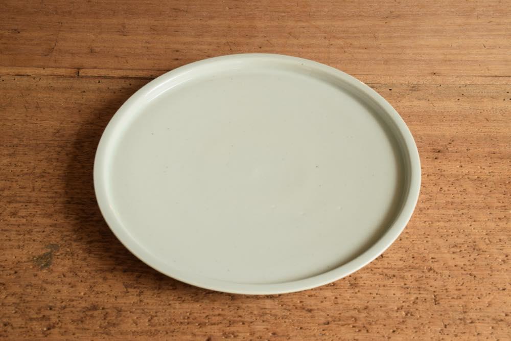 こいずみみゆき|リム皿(幅細・7寸) 正面 シンプル清々しいこいずみさんのうつわ