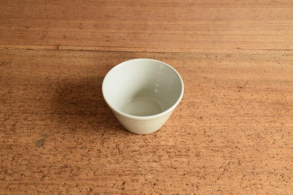 こいずみみゆき|蓋付き小鉢 正面 シンプル清々しいこいずみさんのうつわ