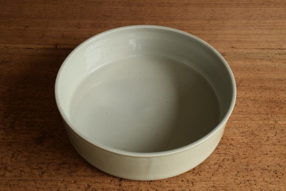 こいずみみゆき ドラ鉢(6寸) 正面 シンプル清々しいこいずみさんのうつわ