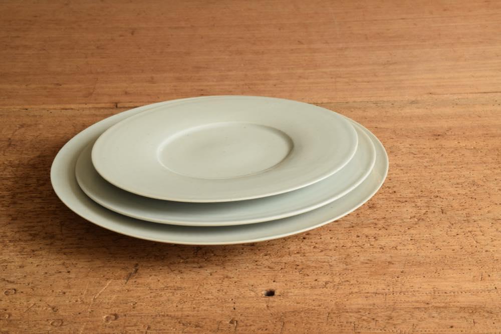 こいずみみゆき|リム皿(幅広・8寸) 正面 シンプル清々しいこいずみさんのうつわ